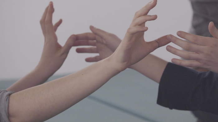 Видео: перформанс «Со-прикосновение» (CO-TOUCH) вHSE Art Gallery