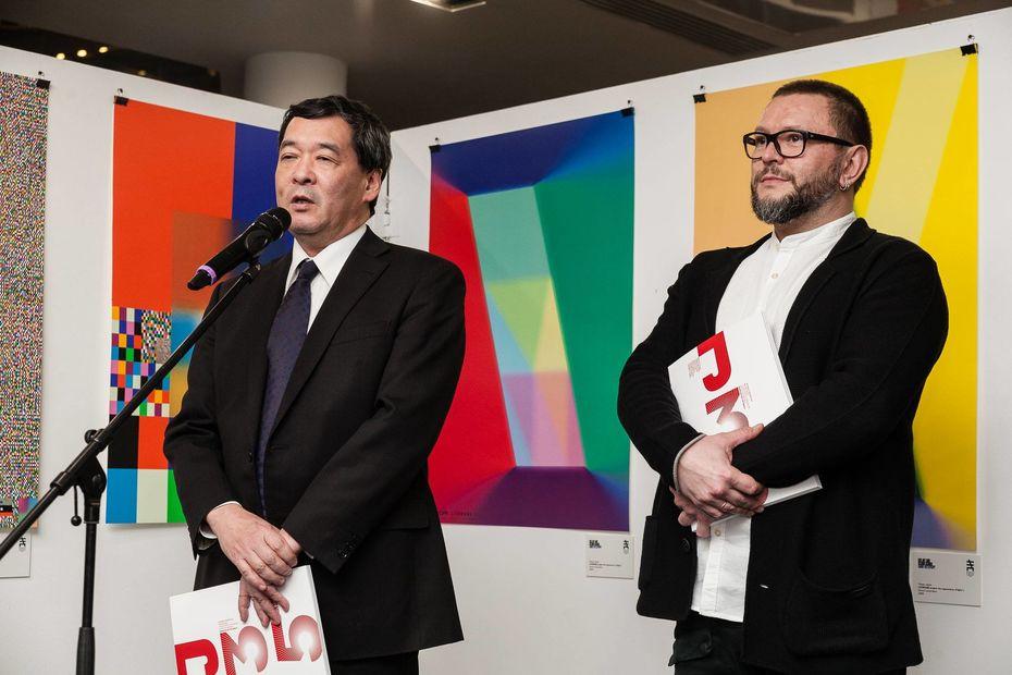 Генеральный консул Японии вСанкт-Петербурге Ясумаса Иидзима иакадемический руководитель Школы дизайна НИУ ВШЭ— Санкт-Петербург наоткрытии выставки