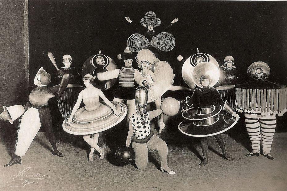 Bauhaus — учебное заведение, существовавшее в Германии с 1919 по 1933 год, а также художественное объединение, возникшее в рамках этого заведения.