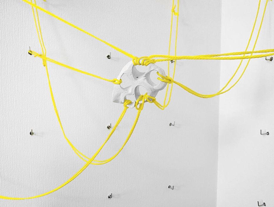Елена Паничерская— «Желтый угол», инсталляция