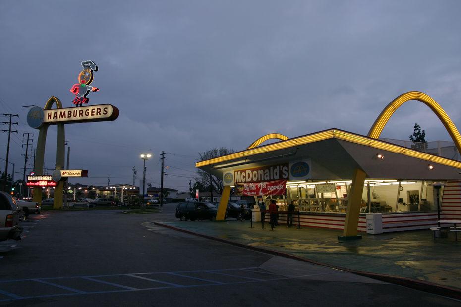 Самый старый изсохранившихся ресторан оригинального дизайна— заведение вДауни, Калифорния. Фото: сайт https://fotoscapes.com/