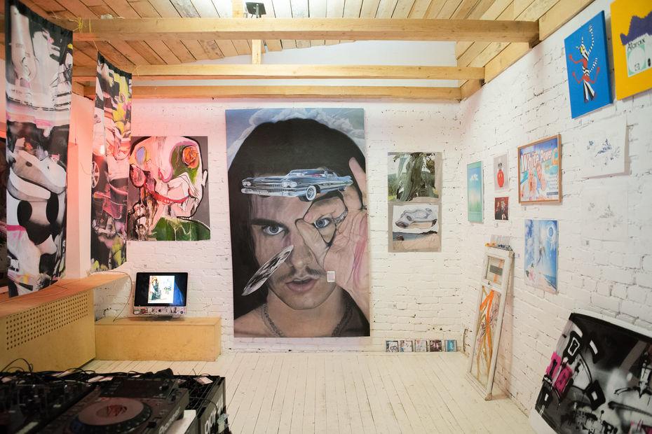 Школа дизайна на выставке пост диджитал искусства Deep in the picture