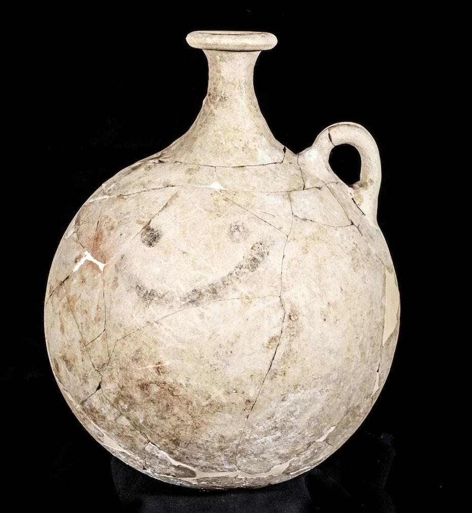 Самый первый смайлик накувшине изКаракамыша. 18-й век донашей эры. Изображение: сайт https://www.smithsonianmag.com/