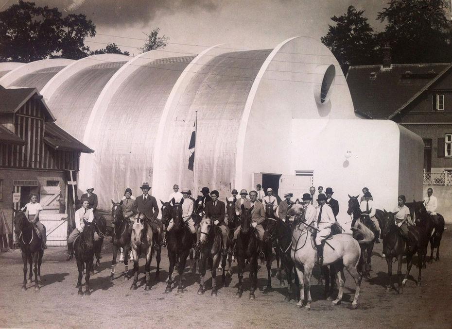 Манеж для конных упражнений. Комплекс Bellavista напляже Бельвю.1936 год