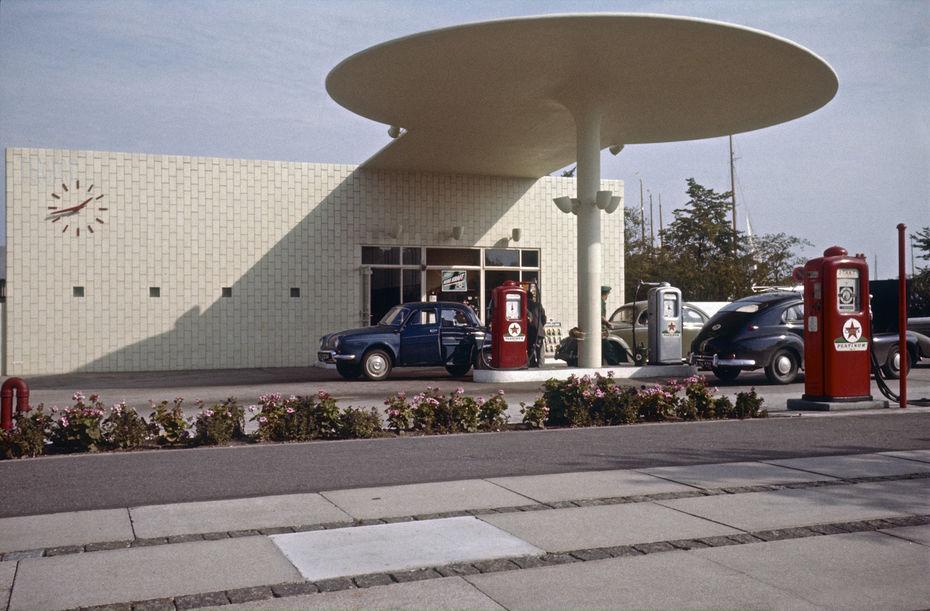 Заправочная станция. Комплекс Bellavista напляже Бельвю.1936 год