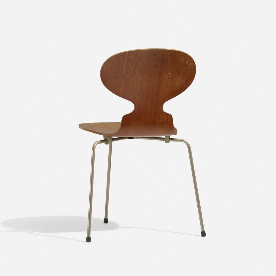 The Ant chair («Муравей»), модель FH3100. Создано для столовой фармацевтической компании Novo. Производство компании Fritz Hansen.1951 год