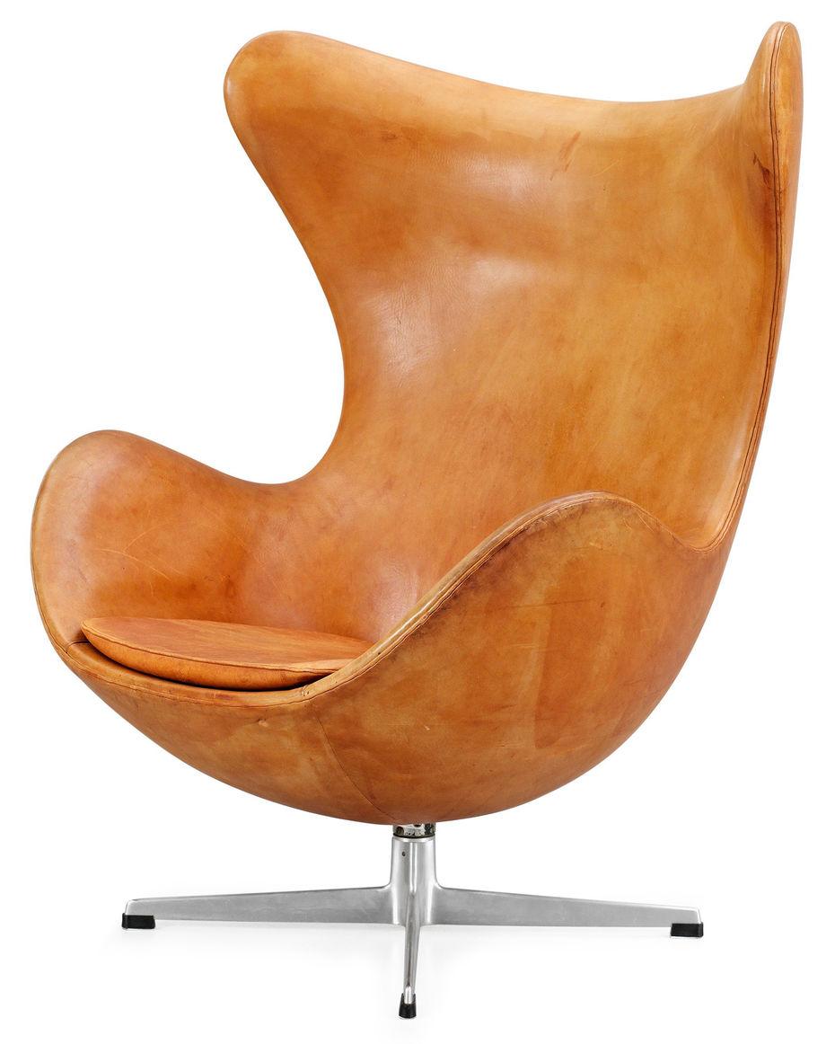 Egg-chair («Яйцо»). Создано для лобби отеля SAS Radisson вКопенгагене. Объединенная форма сиденья испинки изполимерной раковины. Производство Fritz Hansen.1958 год