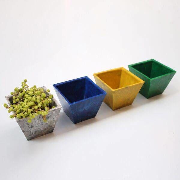 Горшки для растений изпереработанного пластика. Студия ElTornillo, Колумбия