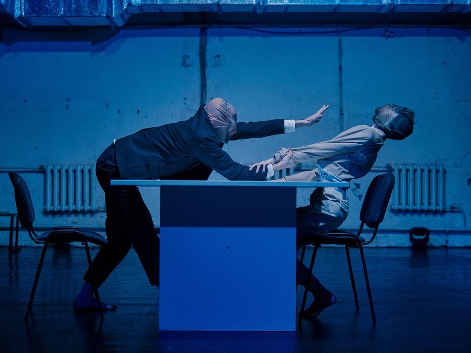 Перформанс Екатерины Мордвинкиной «Ниодин жест». Фото Артур Шустров иАртем Кияшко